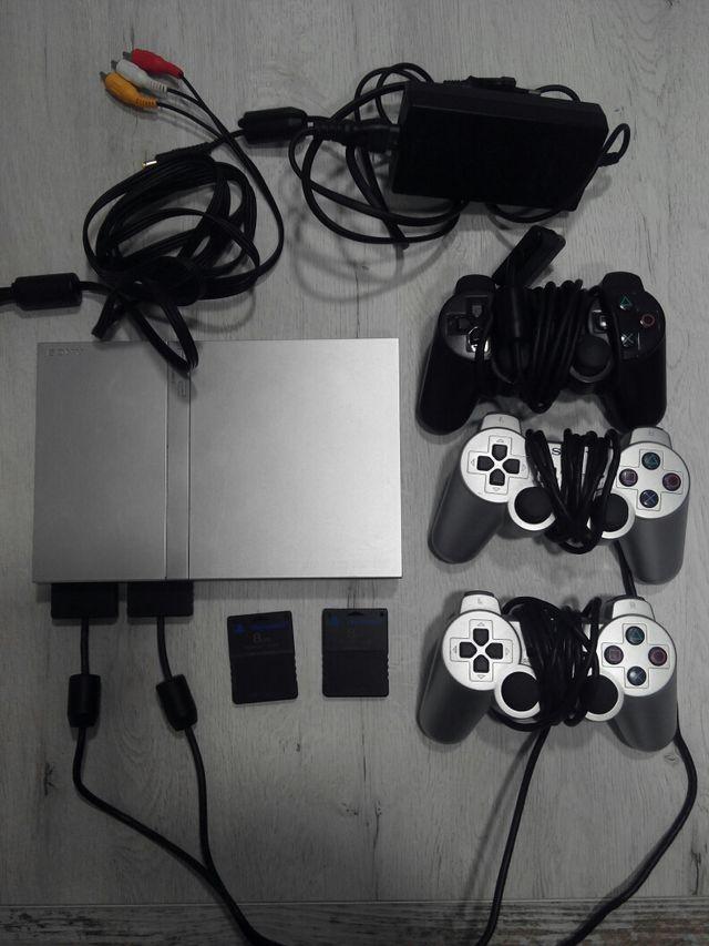 consola PS2 Slim con 3 mandos y 2 memorias