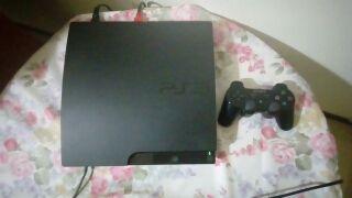 Playstation 3 de 320G negra y 5 juegos