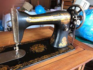 Màquina de cosir antiga