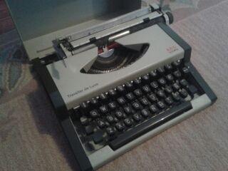 Maquina de Escribir AEG
