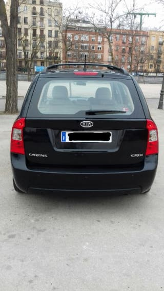 KIA Carens 2009 color negro diésel 191000 km.
