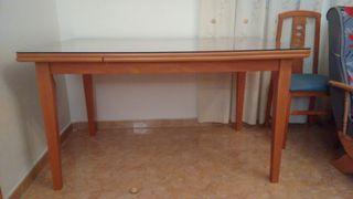 Mesa de comedor + 6 sillas.