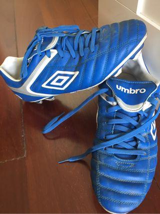 Botas de futbol talle 43 Umbro