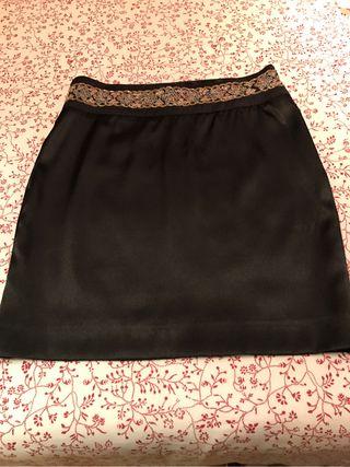 Falda de raso