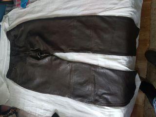 Pantalon largo de cuero
