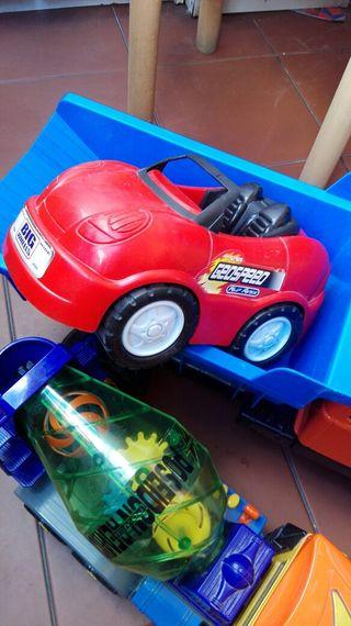 Juguetes. Camiones y coche. Grandes