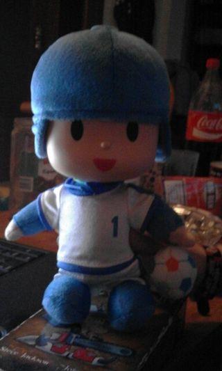 pocoyo futbolista peluche