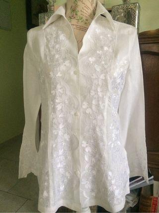 Camisa bordada,italiana.