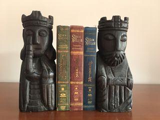 Figuras o tallas de madera sujeta libros o adorno