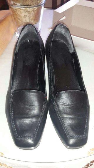 Zapatos de piel nuevos