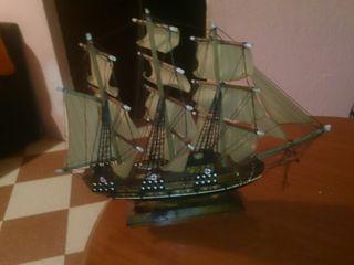 barco maqueta hecho a mano