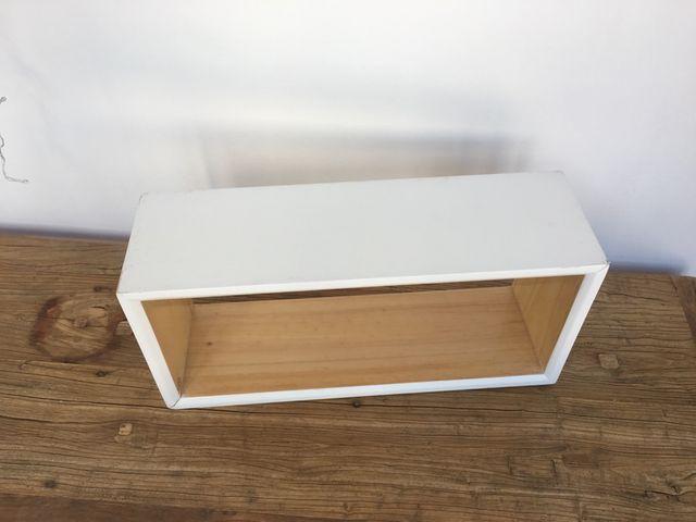 Estante de pared tipo caja