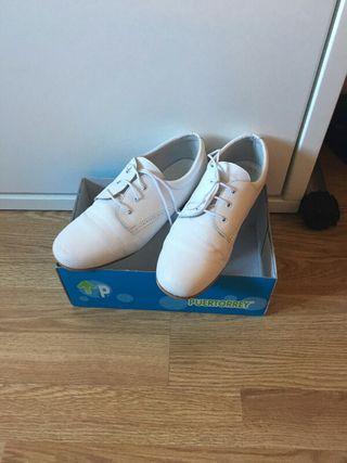 Zapatos niño comunion blancos 37