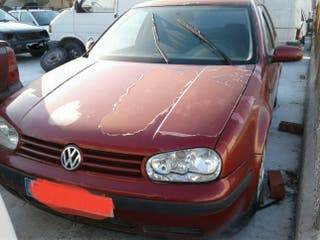 Volkswagen Golf 2002.