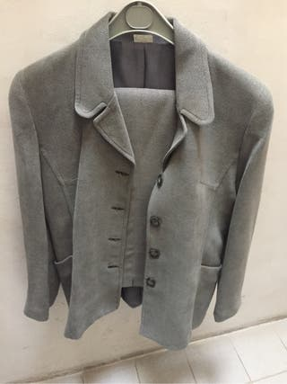 Traje gris de chaqueta de señora