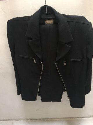 Traje de chaqueta negro de señora