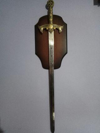 vendo espada medieval con peana
