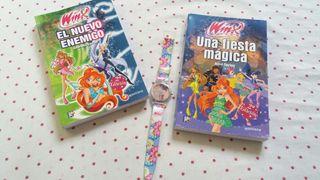 libros y reloj winx