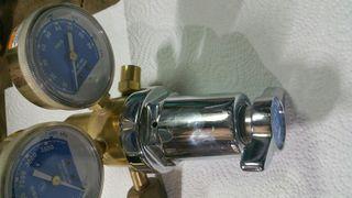 reguladores de oxogeno i gas.