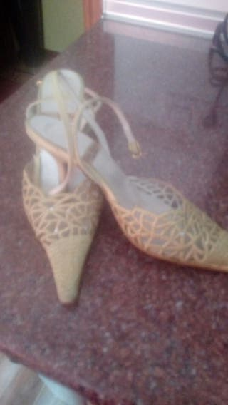 Zapatos de fiesta color dorado