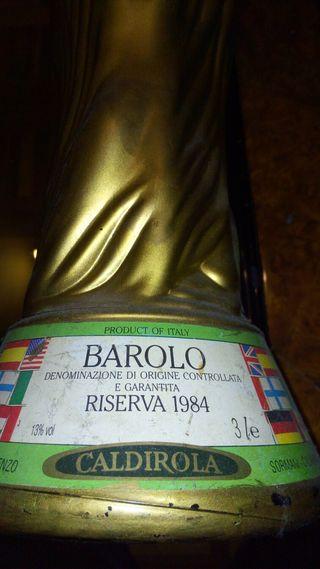 Botella de vino Barolo reserva 1984