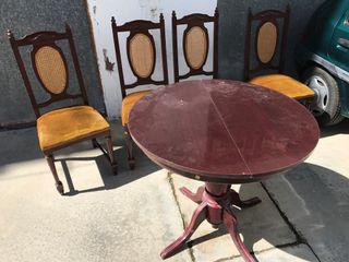 Mesa abatible y sillas