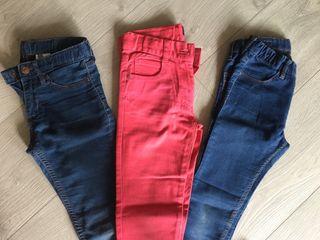Tres pantalones vaqueros niña