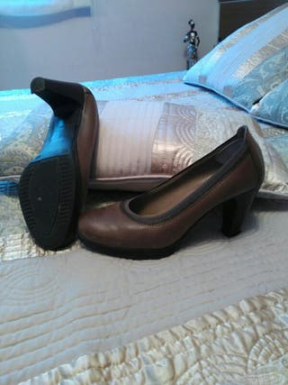 Zapatos salón piel n°38 usados de prueba x casa