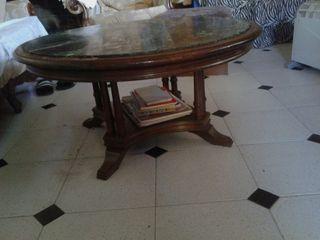 mesa redonda de madera y marmol