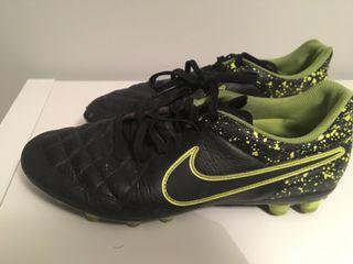 Botas Nike fútbol número 39