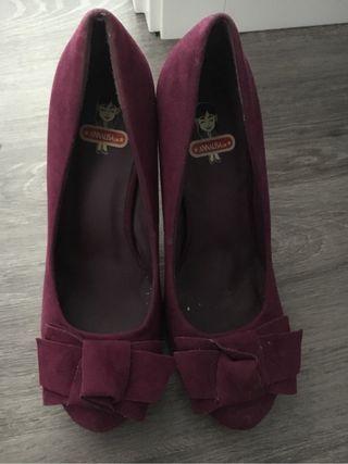 Zapato ante morado