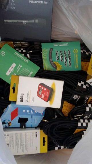 Cables de instrumentos, metrónomo, etc...