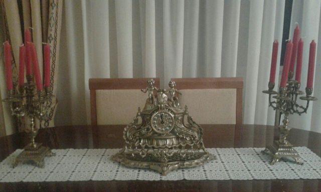 candelabro y reloj de bronce