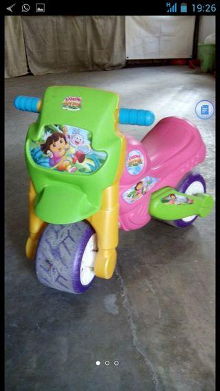 Moto Dora Exploradora
