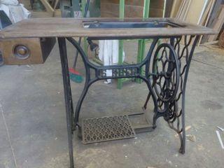 Mesa singer antigua de maquina de coser