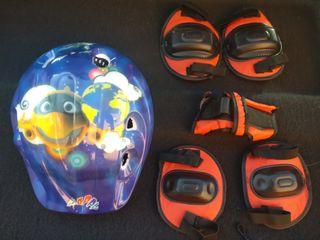 casco y protección de codos y rodillas