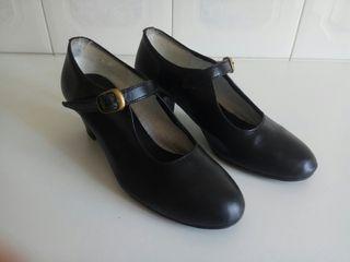 Zapatos asturiana/sevillana