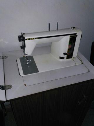 Màquina de cosir / Máquina para coser