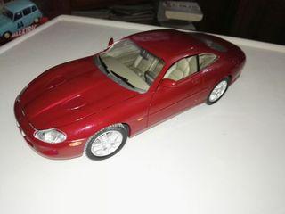 jaguar xkr 1/18 solido