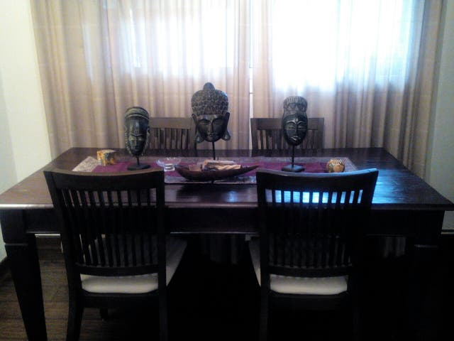 Mesa comedor teka y 4 sillas de segunda mano por 300 € en Barbera ...
