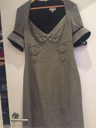 Vestido firma Karen Miller