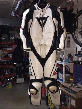 Mono de cuero Dainese T54 para moto
