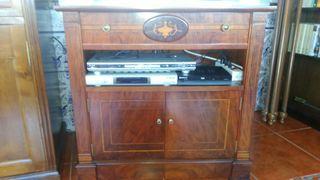 mueble de tv en chapa y marquetería de nogal