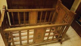ANTIGUA Cuna de madera. Epoca Modernista