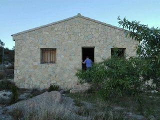 Casa rustica con 2 terrenos.