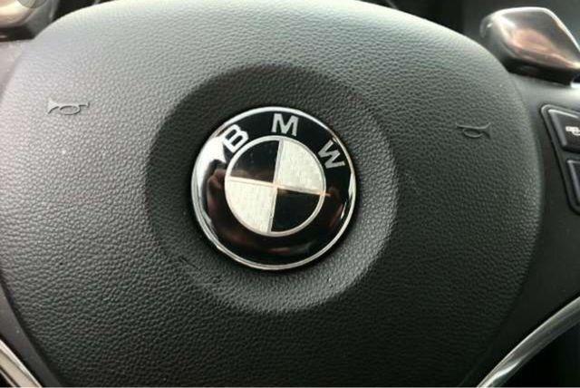 Emblema bmw 45 mm carbono negr