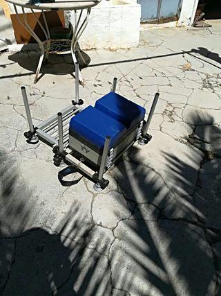 sillón de pesca en pantano y playa