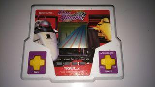 Juego retro de tiger super speedway car racing.