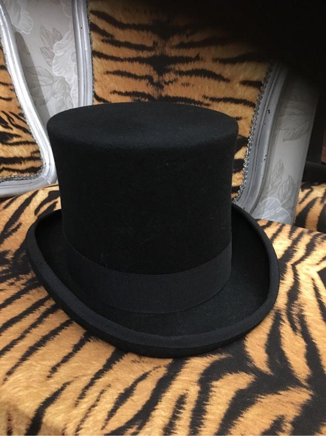 Sombrero de copa alta calidad de segunda mano por 55 € en Barcelona ... 0816800a378