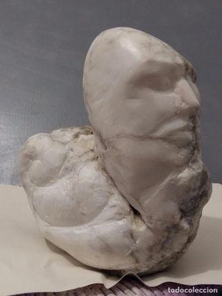 hommo- sentiens. Escultura en alabastro